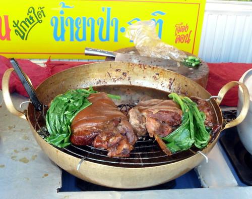שוק חזיר בקינמון, ציאנג ראי