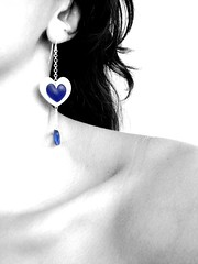 My heart is blue for you (AniSuperNova83) Tags: woman girl azul hair neck mujer heart plate sensual niña amarillo plata ear corazon pelo joyeria jewerly earing oreja cuello arete joyas pendiente clavicula supernova83 nicolasestrada amarillojoyas anisupernova 2009ago9