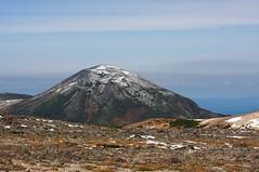 薄ら雪化粧の凌雲岳