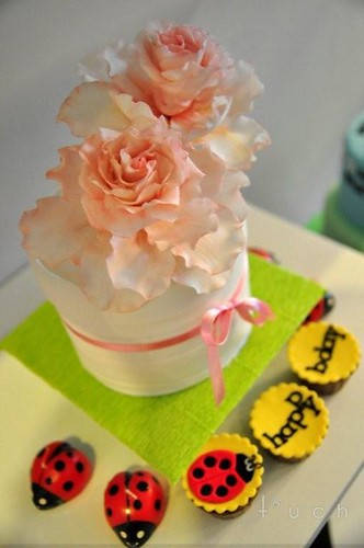 mini cake with english rose
