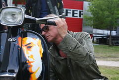 paul weller signing custom lambretta (lambretta to go) Tags: paul weller paulwellergigsherwoodforestjune09