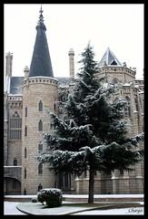 Gaudí (Chayogotica) Tags: gaudí modernismo palacio astorga magia