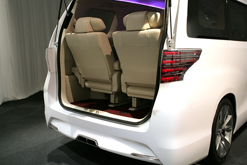 Toyota Alphard 2009 Rear Boot