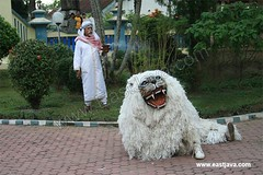 Singo Ulung - Bondowoso - East Java (eastjava.com) Tags: traditional ceremony culture silat eastjava jawatimur singo bondowoso ulung bondowosotourism singoulung bondowosotraditionaldance bondowosoart dancebondowoso bondowosoculture