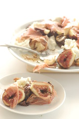 warm fig salad with proscuitto & buffalo mozerella