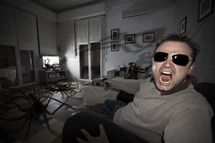Arachnophobia (Anakronik) Tags: selfportrait france macro film me sunglasses canon movie spider big scenery gun autoportrait manipulation moi weapon horror photomontage salon hitchcock gant arachnophobia colt hdr rayban dcor araignes horreur f35 100iso 10mm efs1022mm pistolet arme digitalblending miseenscne 4ex anakronik doubleeagles arnaudg