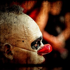 CLOWN'S SOOOUL ... (ELSUEC ...) Tags: chile red people color art photo clown olympus textures soul catalunya zuiko 2009 e30 emporda suec labisbal xile unaciertamirada firadelcirc exploracalafell fisurados multicapas kddbisbal09