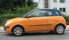 orange lancia ypsilon