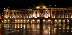 Sparkling Light (Paul 'Tuna' Turner) Tags: plaza city travel holiday france night canon reflections square europe darkness palace nighttime government townhall toulouse oldtown southoffrance languedoc capitole slowshutterspeed cite midipyrenees neoclassicalarchitecture thepinkcity placeducapitole canoneos400d levillerose
