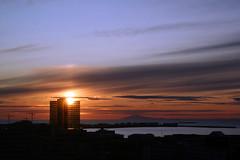 1108 Reykjavik (*maya*) Tags: ocean sunset sea sky sun building silhouette clouds bay iceland tramonto nuvole mare shadows hilton reykjavik ombre cielo sole palazzo snæfellsjökull oceano crepuscolo islanda baia hotelhilton