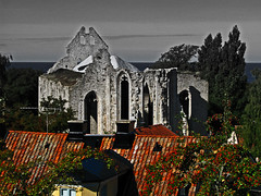 Nutid och dtid - The present and the past (foje64) Tags: church saint sweden ruin medieval roofs sverige gotland hansa tak visby patronsaint stnicolai stnicolas seafarers churchruin kyrkoruin medeltida platinumheartaward hansastad hansacity