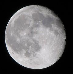 October 05, 2009 96% Full Moon taken with a Canon PowerShot SX10 IS (Ted_Roger_Karson) Tags: solareclipse northernillinois tonightsmoon moonwatch mooncapture 96fullmoon lunartics sacredmoon canonpowershotsx10is waxinggibbous90ofthemoonisilluminated october052009