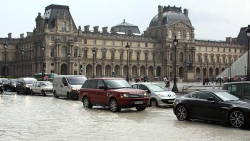 Chuva no Louvre