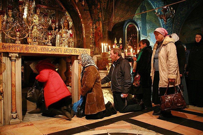 Храм Гроба Господня Паломники на Голгофе