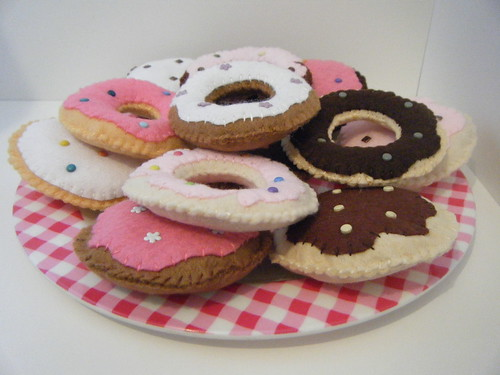 Handmade felt donut / doughnut cakes with brad sprinkles crafts by giantbutton.