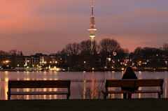 silence of the lake (arminMarten) Tags: longexposure nightphotography night canon nacht hamburg dslr alster telephotolens nachtaufnahme  ef70300mmisusm 400d canon400d teleobjectiv  ausenalster armanh