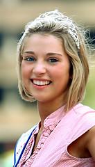 Beauty Queen (wyojones) Tags: woman cute beautiful beauty smile pretty texas houston parade teen blonde rodeo crown cowgirl lovely beautyqueen houstontexas texan houstonlivestockshowandrodeo houstonian rodeoqueen wyojones