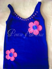 Camiseta (Pontos & Panos - Liz Azevedo) Tags: flores artesanato feltro camiseta camisetas aplicao customizao camisetacustomizada camisetascustomizadas