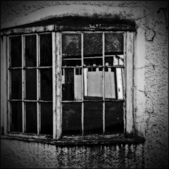 backyard window (backroom.angel) Tags: square mono scotland blackwhite squares orton 500x500 amulree thelonelyinn