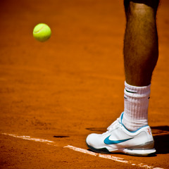 40.Zoom on Roger Federer @ Roland Garros 2009 (Doudou) Tags: portrait paris france men ball court square shoes dof close zoom atp sunny tommy nike line tennis roland terre players roger simple haas philippe rf federer garros professionnelle battue messieurs internationaux chatrier