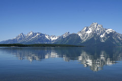 Grand Tetons (O'Bydalej) Tags: lake mountains outdoors calm wyoming gry woda waterreflection grandtetonnationalpark przyroda jacksonlake jezioro parknarodowy grandtetons072009