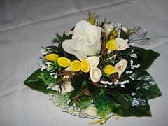 cestino all'uncinetto con calle (uncinetto_patrizia) Tags: e di fiori con composizione zucchero cestino alluncinetto inamidato