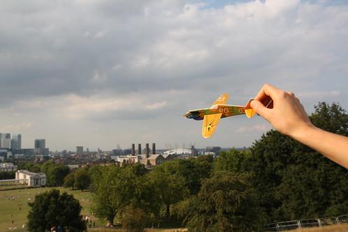 avión sobrevolando londres