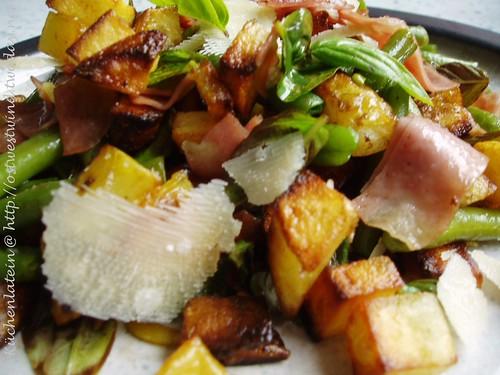 Lauwarmer Gemüse- und Mortadellasalat