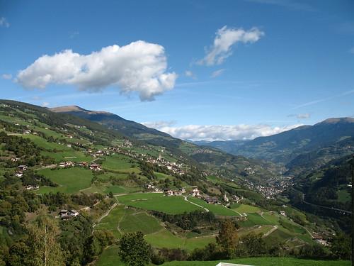 Blick vom Kastanienweg Richtung Norden in Richtung Klausen, Brixen und die Plose