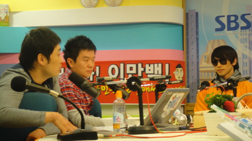 SBS radio show 'Curl Two Show'