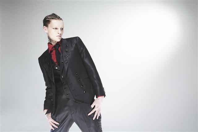Oliver Welton0083_XAMPAGNE FW11(Fashionsnap)