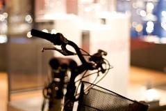Semplice soggetto (Paolo Toldo) Tags: 50mm dof bici trento luci 50 vetrina nero luce bicicletta sfondo vetrine città paolotoldo