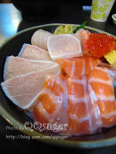 你拍攝的 綜合海鮮丼平裝版3。