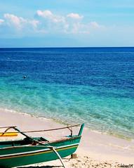 Road Trip Series (Pangasinan): Ashore (Ree Joie) Tags: blue summer fab green beach boat bluesky pangasinan ashore nikond80 reejoie flickristasindios larawangpinoy roadtripseries