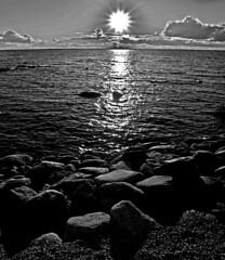 COSTA DE VIRSO.ESTONIA 2006 (EDUARDO URDANGARAY) Tags: color agua europa estonia exterior lagos nubes cielos atardeceres soles rocas reflejos piedras mares costas ocasos diurno virtso