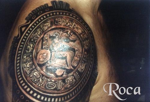 tatuaje en el hombro de rihanna. tatuajes juego. Disco del juego de la pelota maya. Tatuado en el hombro como