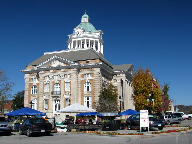 Giles County Courthouse 5 - view with farmers market