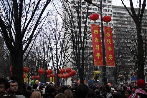 Ce quartier composé de hautes tours devient beaucoup plus joyeux avec cette décoration flamboyante chinoise, vive le Nouvel An Chinois à Paris ! :D