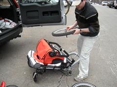 Folding the Zigo (zigoinc) Tags: baby sports stroller trailer fitness zigo bakfeits carrierbicycle