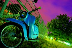 Vespa (TYLERS11) Tags: sky color green cool nikon vespa tyler olympicpark dri hdr olympiapark d80 nikond80 tylers11 olympiacity