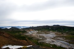 中岳から御鉢平を見下ろす