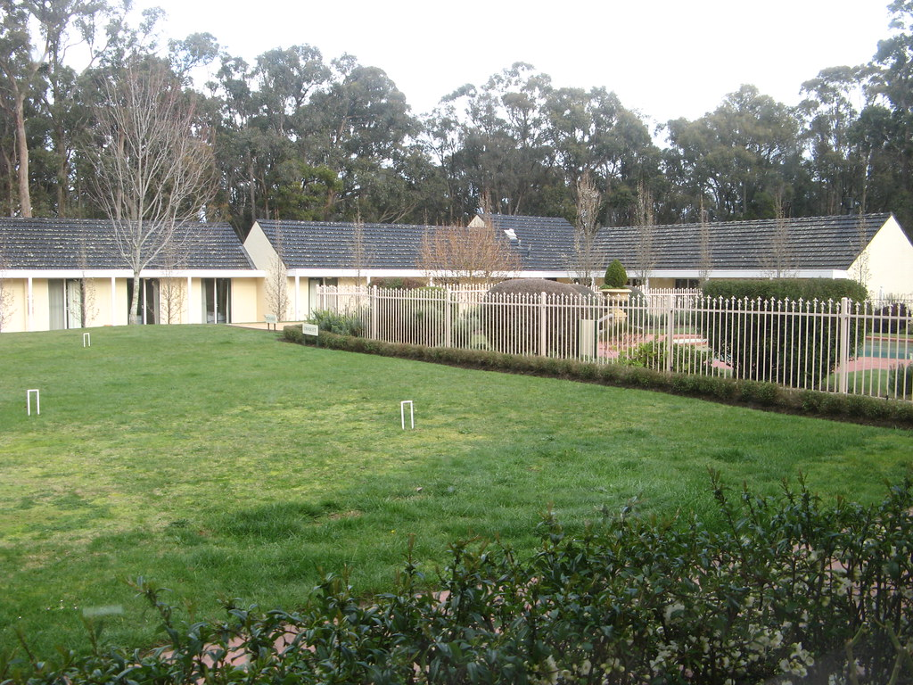 Campaspe House pool and croquet