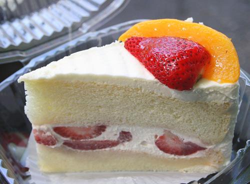Sponge Cake c/o Cake Gumshoe Phuong