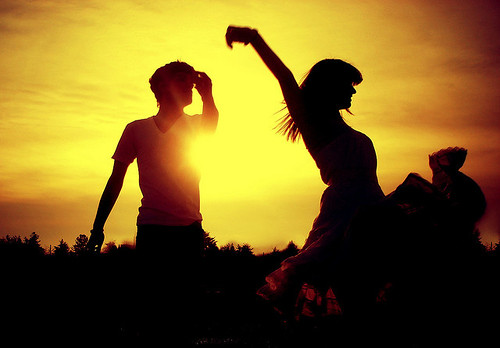 couple-cute-dancing-love-sun-sunset-Favim.com-78506_large