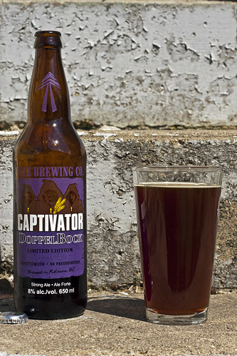 Tree Captivator DoppelBock beer by Cody La Bière