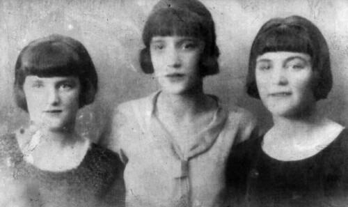 Aunt Charlottee Sadie Noble and Helen 1920s