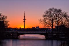 Sonnenuntergang am Mundsburger Kanal (KLX-650) Tags: longexposure germany deutschland sonnenuntergang hamburg architektur fernsehturm alster telemichel mundsburgerbrcke