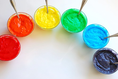 Omnomicon makes » how to make a rainbow cake!