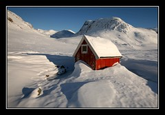 Red Shed (Kiddi Einars) Tags: red mountain snow cold shed greenland grnland grnland icecold grnland