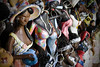 Africanas (Aline Spezia) Tags: brazil vacation brasil women artesanato férias bahia mulheres africans coroavermelha africanas canon40d alinespezia